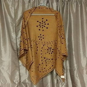 Tops - NWOT*Gorgeous Faux Suede Shawl